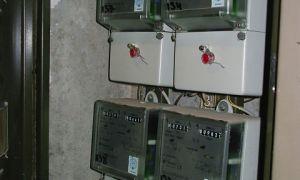 Кто и за чей счет должен устанавливать и менять счётчик электроэнергии на лестничной площадке или в квартире в 2020 году