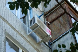 кондиционер капает на карниз соседей